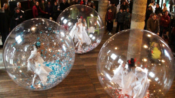 show with dancers in the spheres